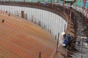 Сооружение резервуара для хранения сжиженного природного газа: крыша